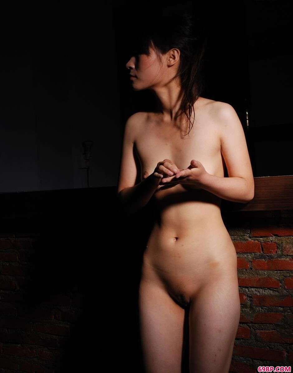 美模小贤房子里的黑色诱人_小妖精,夹好,不许流出来了