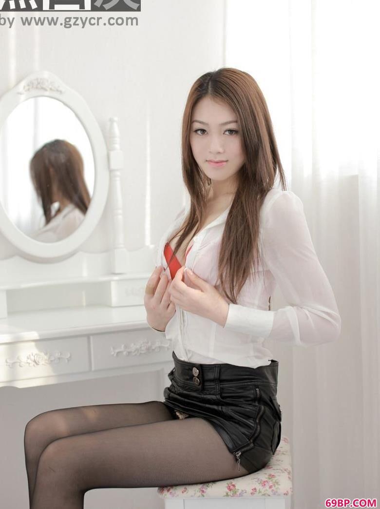 嫩模雪灵床上的黑丝美丽人体_女性极品服务小150p