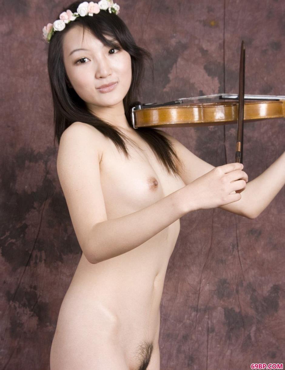 嫩模雯真棚拍小提琴美体