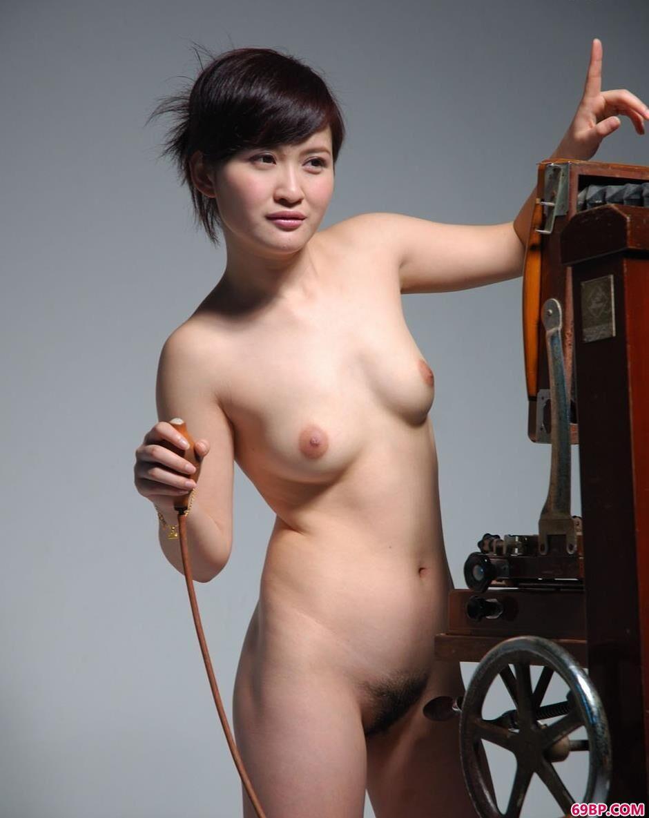 超模judy在老式相机前的美丽人体2