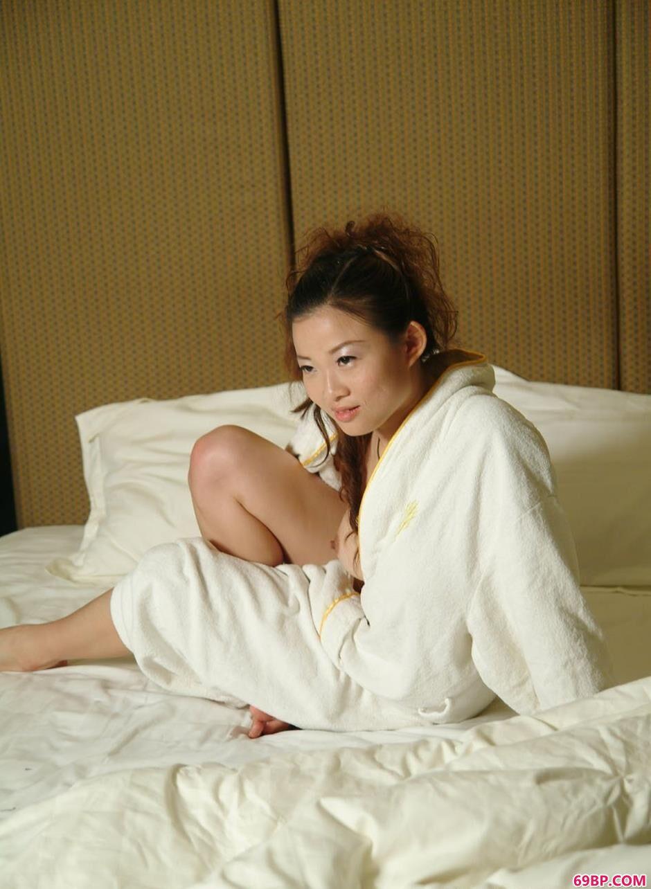 美人颖星宾馆床上的魅惑美体
