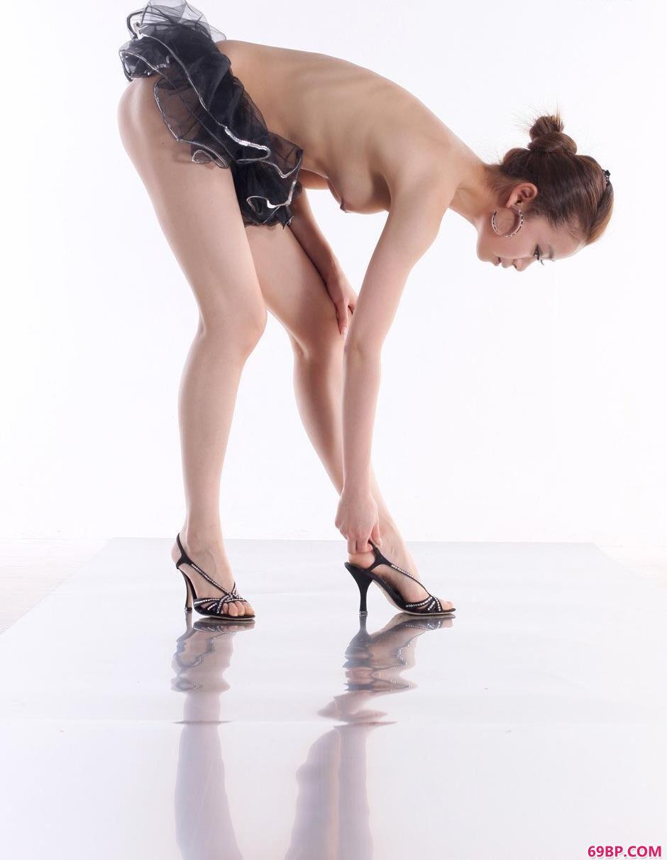 靓女贝贝室拍芭蕾舞人体_郎玉大胆人胆艺术