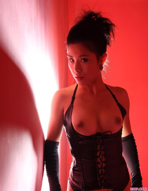 尼卡红房子里的光影SM人体