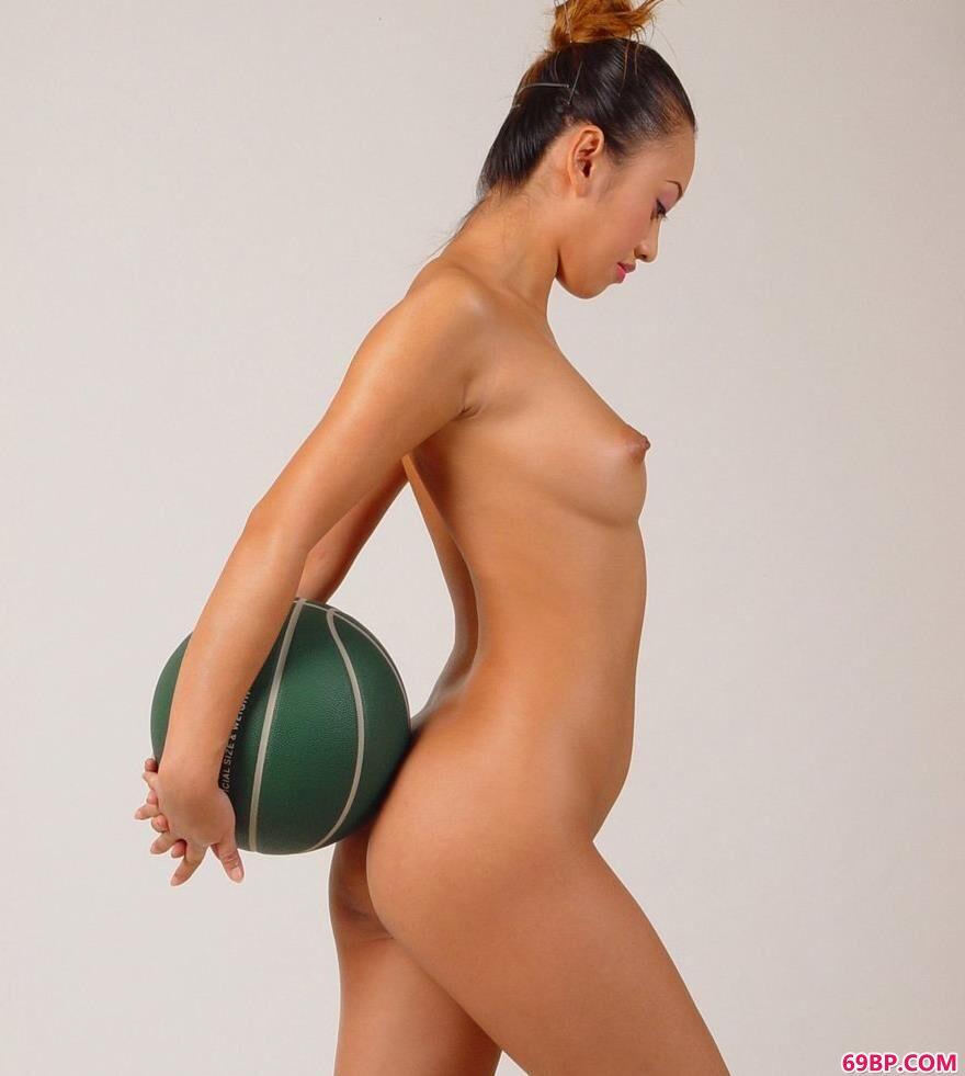 小雯影棚白背景篮球与人体2_国模150p露150p极