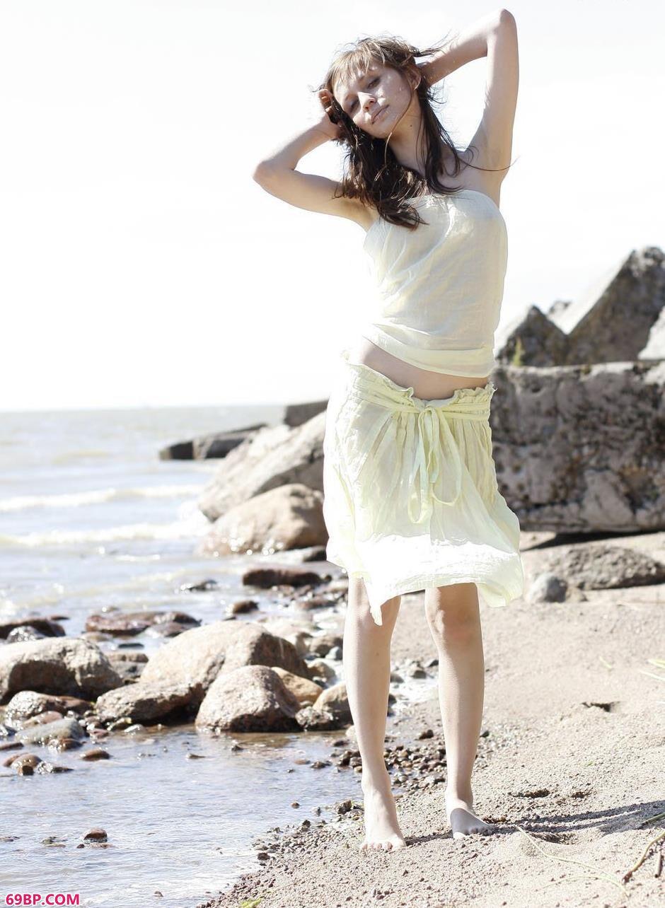嫩模波米哈伊尔沙滩上的美丽人体1