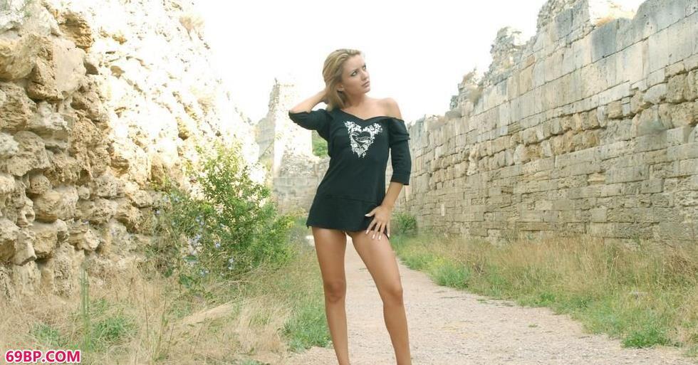 超模Klunia城墙下的美丽人体_女荫道口大口图图图图