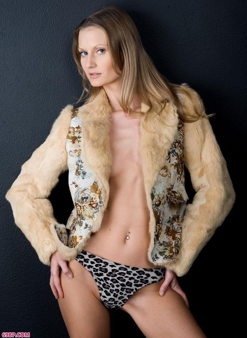 裸模Blanche澎湃豹纹人体1_泰国第一美女张慧敏337p