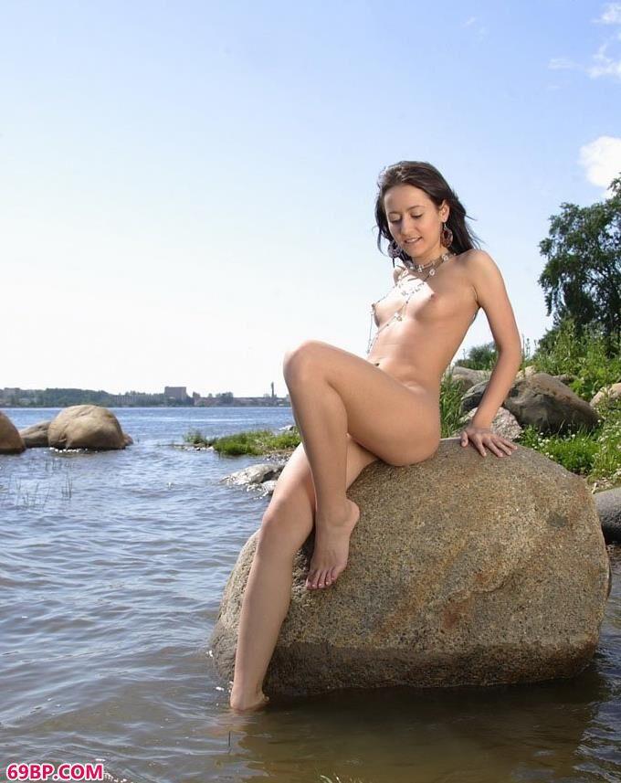 裸模Savina江边人体写真摄影1