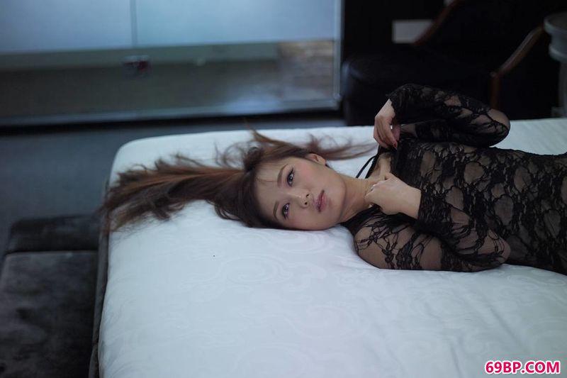 极品美模伊丽莎白130p_裸模大猫时尚室内图片